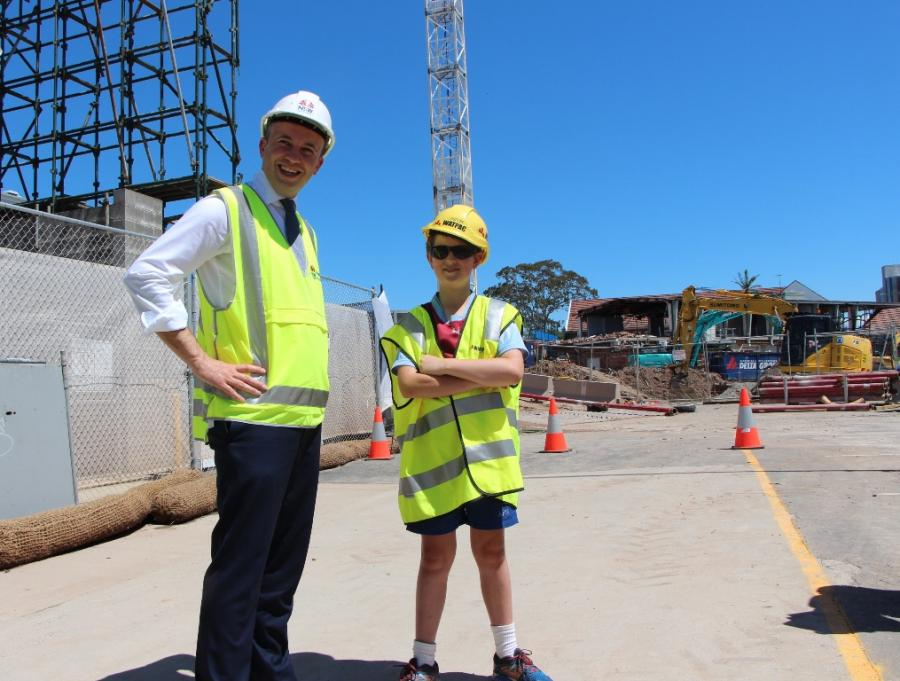 Matt Kean MP and Year 4 student Ben Hunt