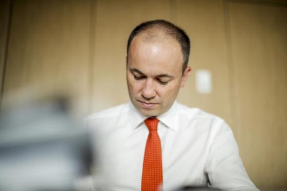 Minister Kean speaks to Robbie Buck